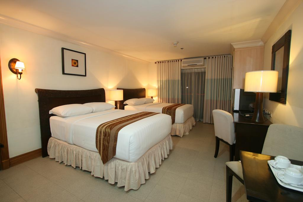 CROWN REGENCY SUITES 4